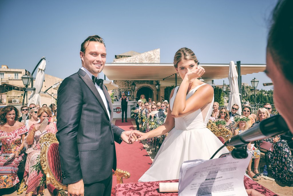 bride emotions during civil ceremony in taormina wedding