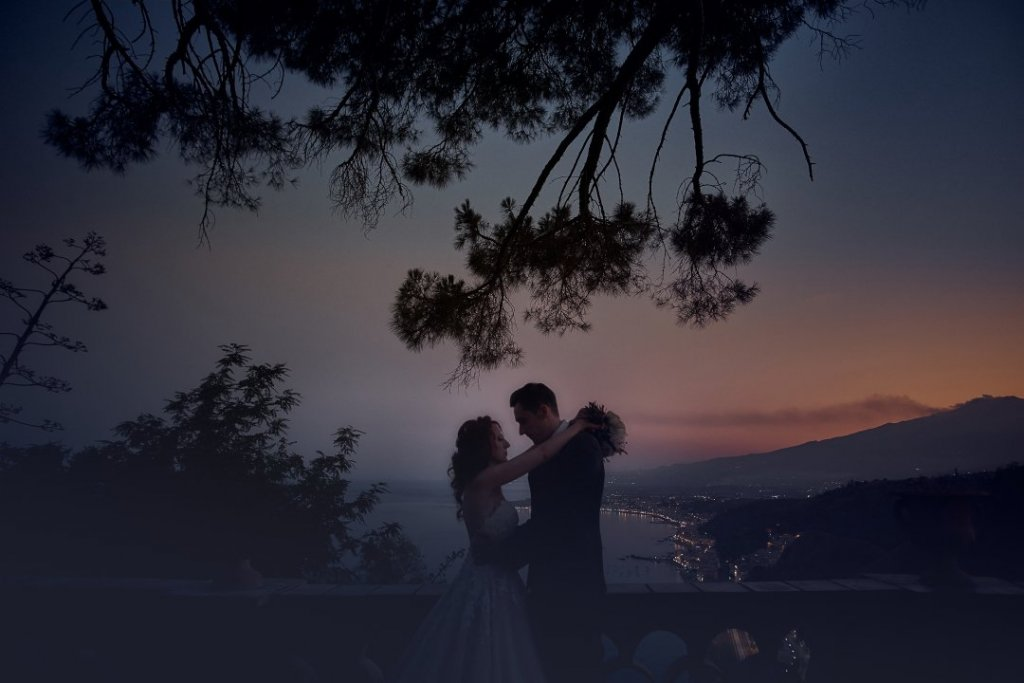 sunset at pubblic garden in taormina amazing wedding picture by Fabio Grasso