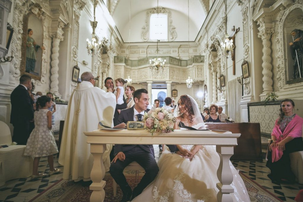 love moments during ceremony in varò church in taormina