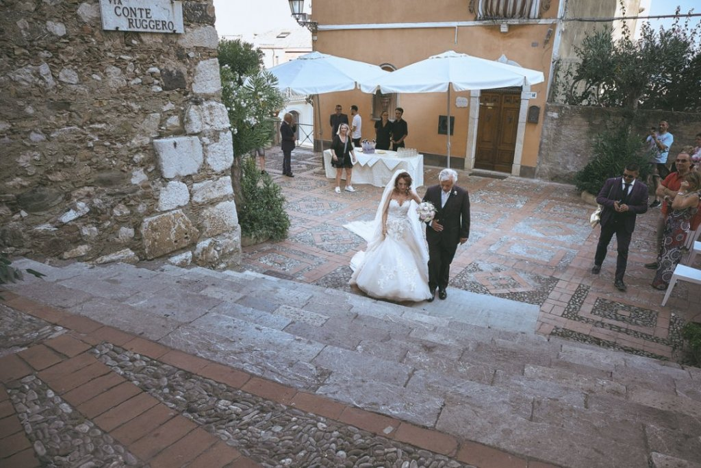 bride and father in the stairs of varo church in taormina