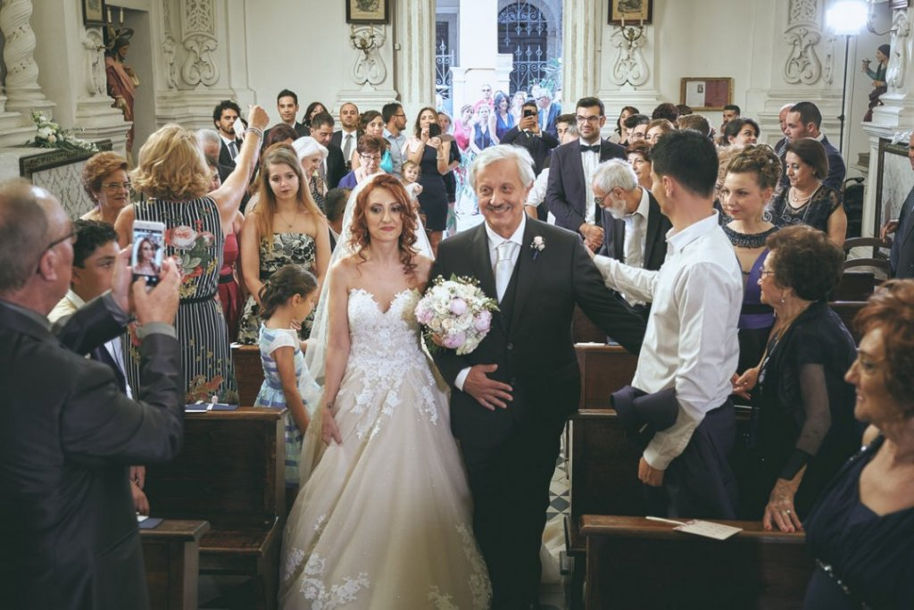 Emotions at the Varò church in Taormina groom and bride have first looks