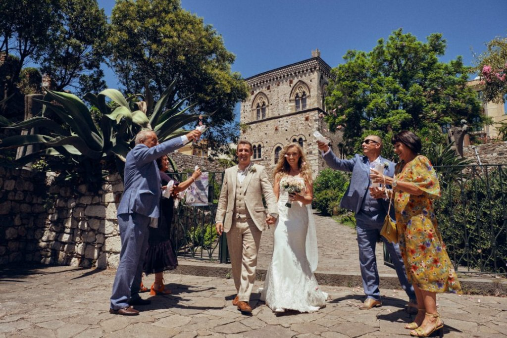 wedding ceremony at palazzo duchi di santo stefano in taormina