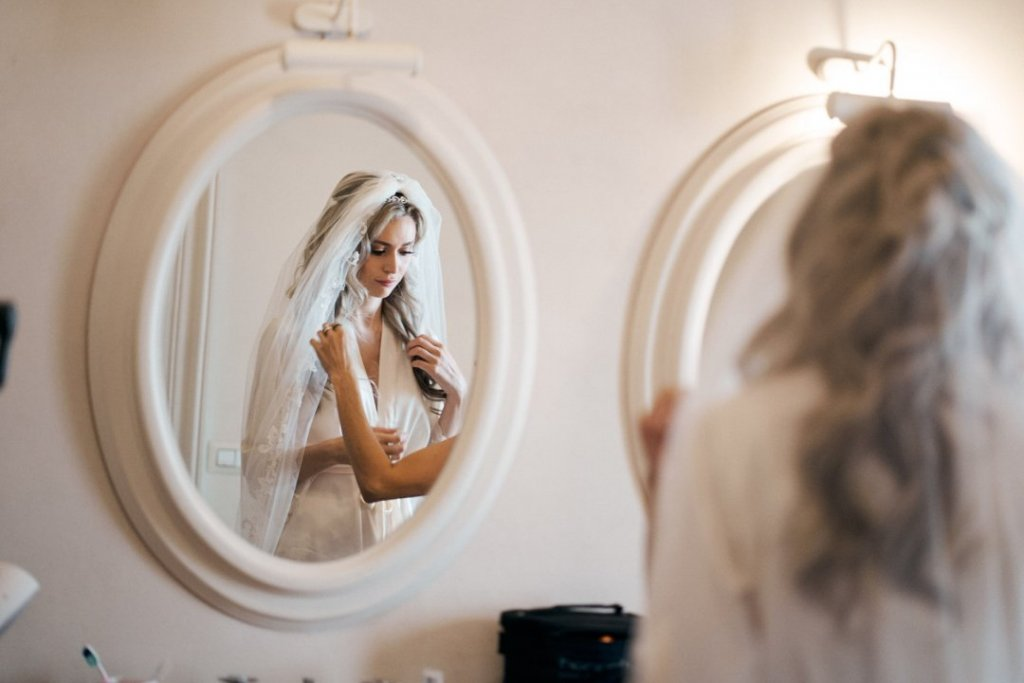 bride preparation in castello camemi venue in sicily getting married in sicily