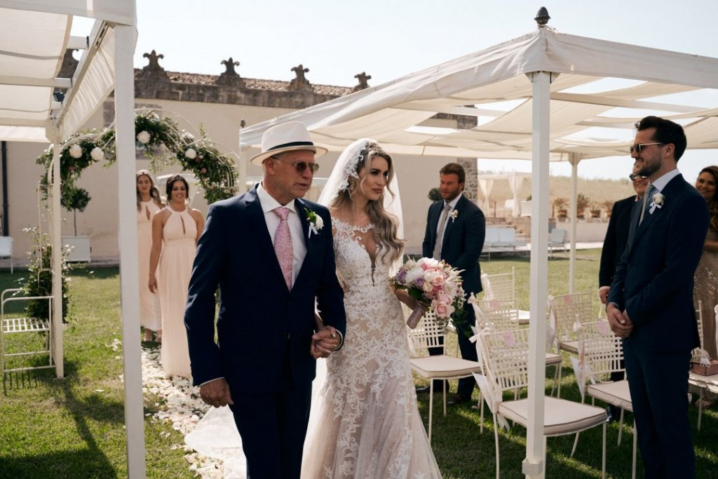bride entrance with father in sicily