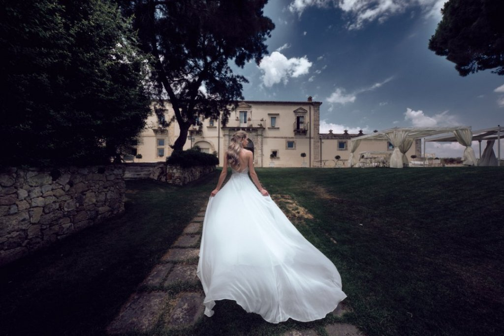 bride is walking in castello camemi  ready to meet her groom to getting married in destination wedding in sicily