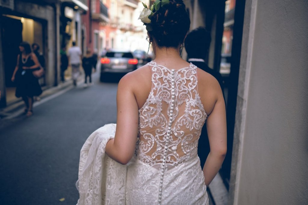 bride walking in taormina