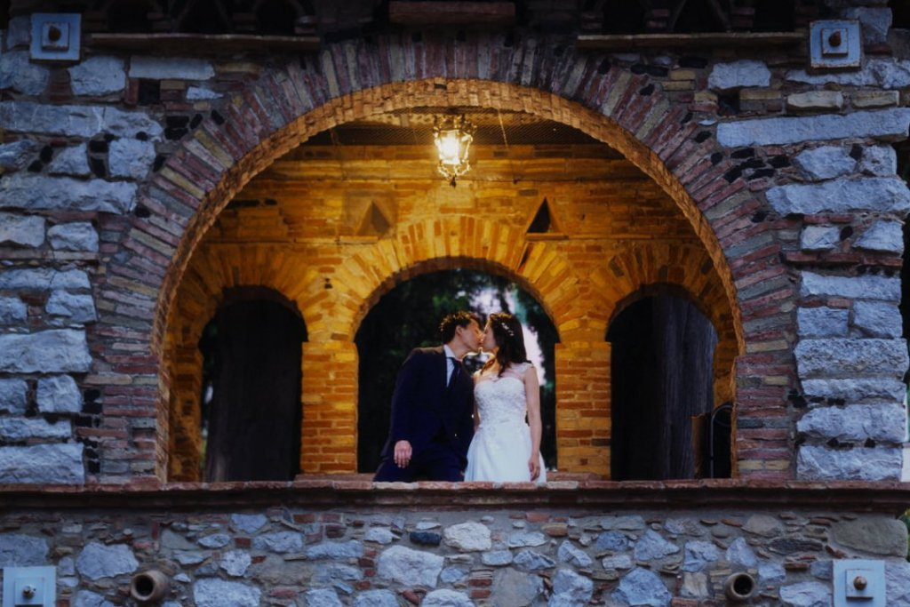 wedding kisses pubblic garden taormina