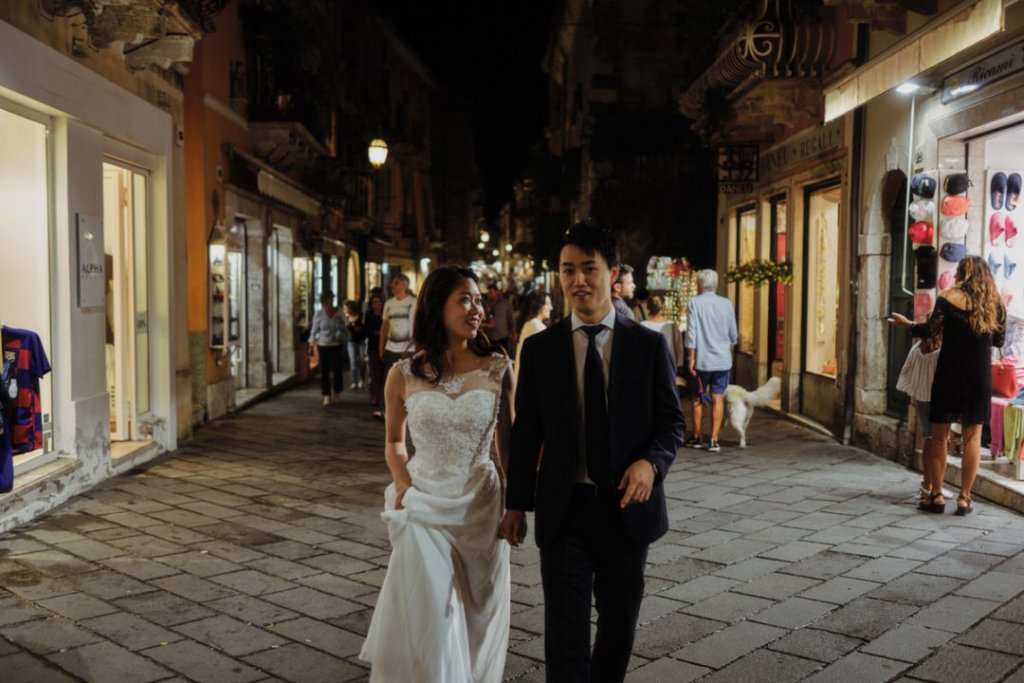 bride and groom walking in taormina